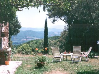 Antico Casale in Collina nella Natura. Ancient Farmhouse on a Hill in the Nature
