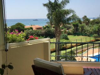 Marbella frontline beach apartment. A terrace with a view. Wifi and cable TV.
