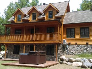 Eco-Friendly Mountain Chalet with Private Hot Tub - near Mt Tremblant!