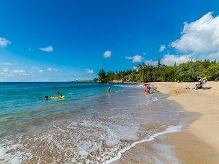 Beachfront getaway w/ resort pools, hot tubs, tennis & more!