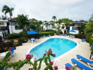 Lovely 2 bedroom condo by beach, Rockley Resort