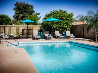 Modern, 3BR Pool, Putting Green 'Turquoise House North' Close to Kierland, Shops