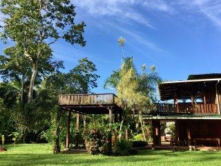 Peaceful Beach and Garden Retreat - Casa Heliconia