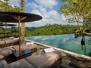 Villa Bukit Naga, Luxury 5 Beds Villa w/ Waterfall & Feature Garden Near Ubud
