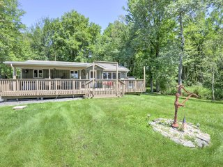 Pocono Lake Home w/AC, BBQ, Large Deck & Fire Pit!