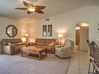 Lake Havasu City Home w/Fire Pit - 5 Mins to Lake!