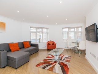 APT 2. NEW Apartment. HOUNSLOW/HEATHROW. - 4 Guests. Optimised for Disabled.
