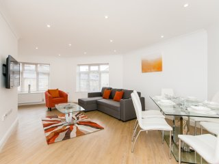 APT 3. New Apartment. HOUNSLOW/HEATHROW. - 6 Guests.