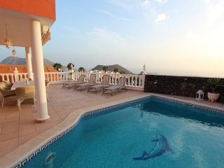 Elegant Villa with private heated pool, jacuzzi and stunning sea view