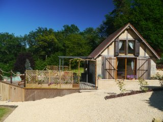 Charming cottage with private pool, stunning views, in the heart of the Dordogne