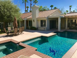Desert Grove - An Upscale Retreat