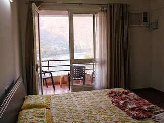 Homely 2-bedroom apartment overlooking River Ganga