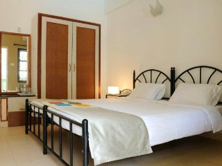 Well-furnished private room in a villa, 500 m from Baga beach