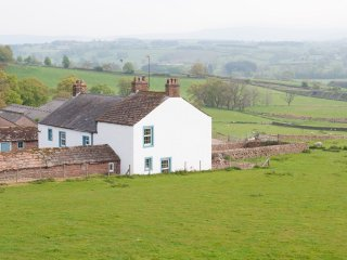 Garthfolds - Splendid 6 bedroom farmhouse with breath-taking views