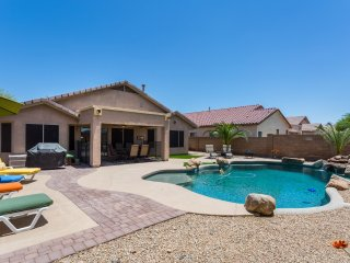 Beautiful Estrella 3 Bedroom 2 Bathroom with heated pool, hot tub and fire table