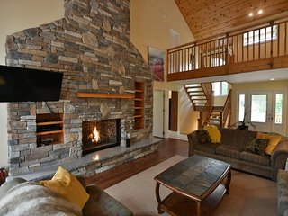 Massive Six Bedoom Luxury Chalet Located at the Base of Blue Mountain (616268)