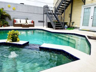 Relaxing, Hip, Private Pool Apartment