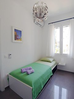 The small bedroom with the single (0,90x2,00m) bed
