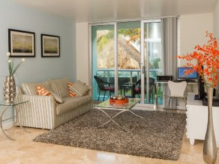 Cozy and Luxuriously Appointed Oceanfront Condo steps from Beach