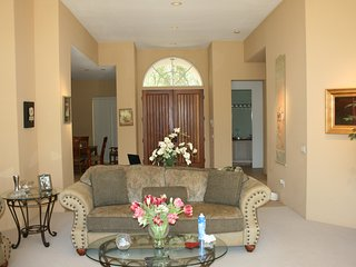 Desert Tranquility: Gorgeous custom home (4BD/4.5BA) in La Quinta (The Citrus)