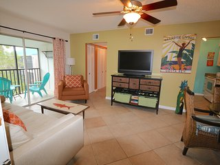 Charming Siesta Key Condo, Walk to Beach, Pool