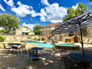 Poolside Porch Paradise- 2bdr/2bth- Sleeps 6-8!