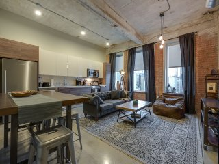 Exquisite Charming 2BR in Downtown Dallas