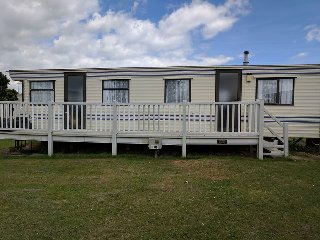 GOLDEN PALM RESORT 7 - 6 BERTH DOG FRIENDLY AND OVERLOOKS KIDDIES PARK