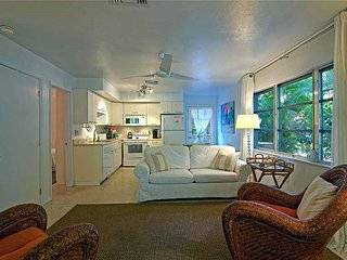 Cozy Sanibel Island duplex cottage