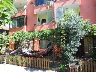 Gumuldur Urkmez- Apart2 with garden close to beach