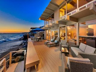 Perfect Family Home - Beach Front, Endless Views & More!