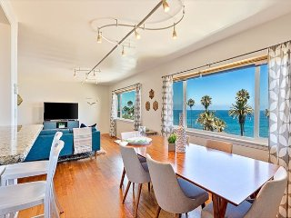 25% OFF SEP - Sunny Condo, Ocean Views, Short Walk to Town & Beach!