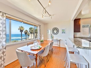 25% OFF SEP + OCT - Sunny Condo, Ocean Views, Short Walk to Town & Beach!