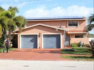 Deerfield Beach Two Bedrooms with Private Bathroom