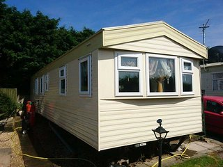WILLOWS - 8 BERTH CARAVAN (3 BEDDED) WITH DIRECT BEACH ACCESS