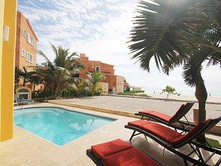 Casa Amigos - Stunning Beach Front Villa