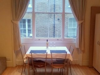 Modern Bright Soho / Piccadilly Circus Apt Business Ready Kitchen Bathroom WiFi
