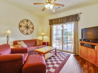 Nicely Updated Condo w/ Indoor Amenities (15-1)