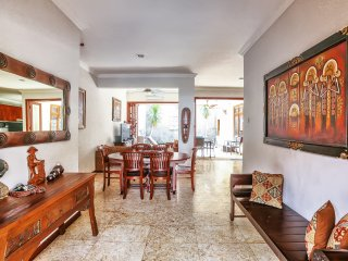 KUTA- Villa Ceria - Relaxing* Peaceful - 4 Bedrooms - Kuta Royal Villa