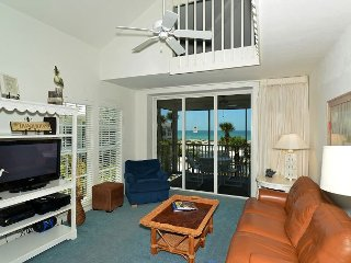 Beach Perfection! 3 Bedroom Villa with easy Pool Access and a Gulfview C1524A