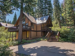 Cozy Tahoe Donner Cabin Sleeps 6 Comfortably!
