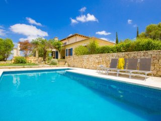 Sa Bisbal o Finca with swimming-pool