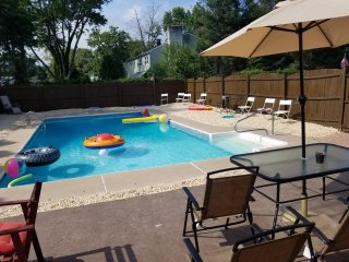 4 Bedroom House With 25,000 gallon in-ground pool 4 Miles From Asbury Park Beach