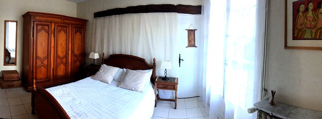 Panorama of the second double bedroom, cosy and welcoming and with great storage.