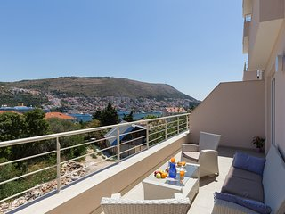 Apartment Laneli - Two Bedroom Apartment with Balcony and Partial Sea View