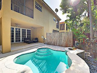 Luxe 3BR Victoria Park Townhouse w/ Private Pool - Minutes to Beach & Dining