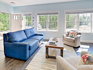 Brand-New 2BR Cottage w/ Pool, Near Kennebunkport