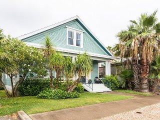 Renovated 3BR – 2 Blocks from Beach & 3 Minutes from Pleasure Pier