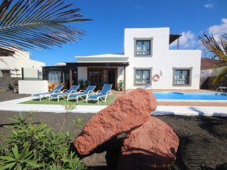 Hipoclub Villas, 11 Aguamarina, Lovely Villa In Playa Blanca with Private Pool