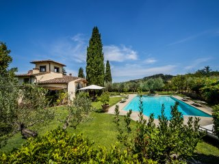 STUNNING 8BR VILLA PRIVATE SWIMMING POOL, SURROUNDED BY VINEYARDS!